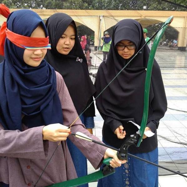 лучницы в хиджабах