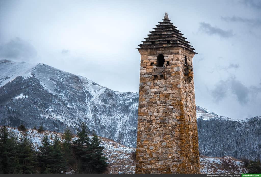 Ингушская башня зимой
